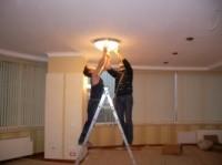 Установка и подключение подвесного светильника, люстры стоимость зависит от сложности и объема работ