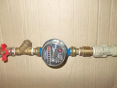 как поставить счетчик на воду в частном доме своими руками