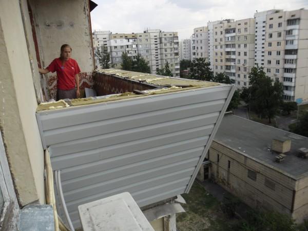 Утепление балкона минеральной ватой снаружи и обшивка сайдингом с применением техники промальпинизма