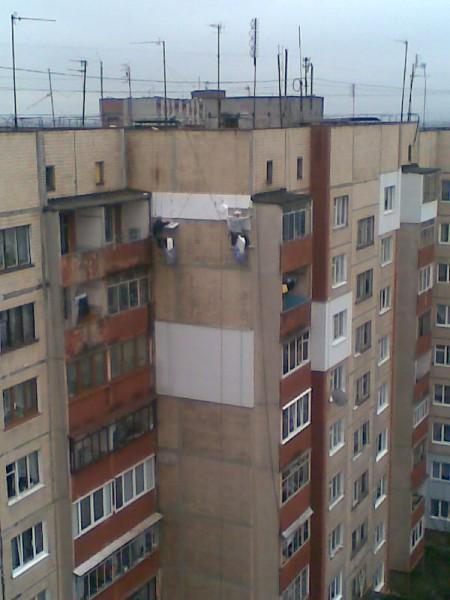 Утеплення верхніх поверхів будинків, там де не можна або дорого ставити риштування. Ціни вказані за роботу і матеріал.