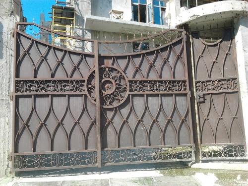 Въездные распашные ворота