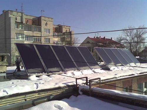 Вакуумний сонячний колектор для опалення, підігріву басейну та гарячого водопостачання.