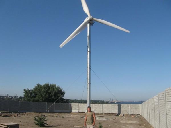 Ветрогенератор рассчитан на сильные ветра и может быть установлен на яхту, телекоммуникационные вышки и прочие объекты.