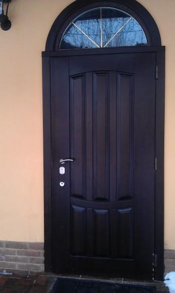 Входные двери: деревянные и бронированные по индивидуальным заказам