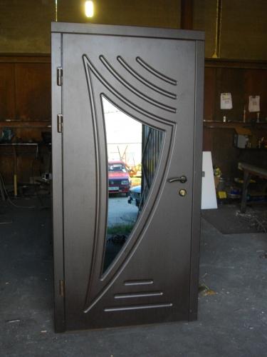 Входные двери наружные одностворчатые со стеклопакетом