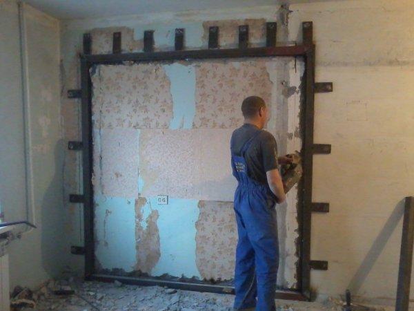 Выбить, пробить, вырезать дверной проем в бетонной стене (13-18см.) в квартире
