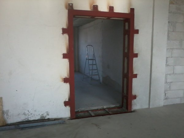 Выбить, пробить, вырезать дверной проем в кирпичной стене (45-65см.) в квартире