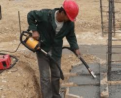 Вибратор глубинный предназначен для уплотнения бетонных смесей.