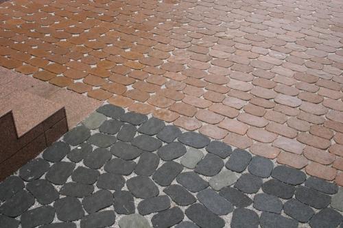 Вибропресованная тротуарная плитка от ведущих производителей. Цены ниже заводских. Продажа, укладка, доставка.