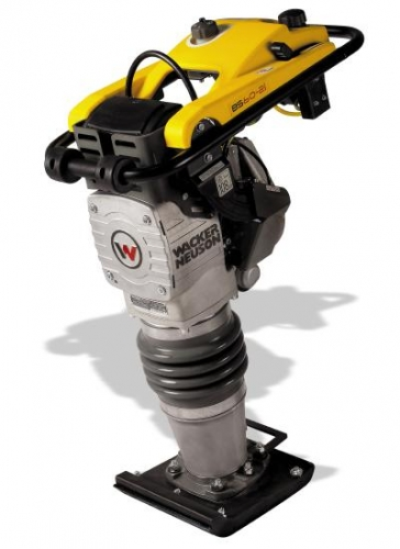 Вибротрамбовка с 2-х тактным приводом и системой впрыска масла BS 60-2i. Виброусилие, кН 13,4, Энергия удара, Дж 85.