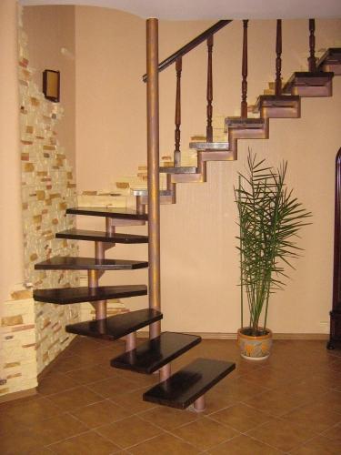 Винтовые лестницы кованные, металлические