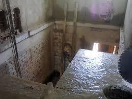 Выполнение алмазной резки бетона нашей компанией происходит в полном объеме без пыли и шума, с подачей воды.