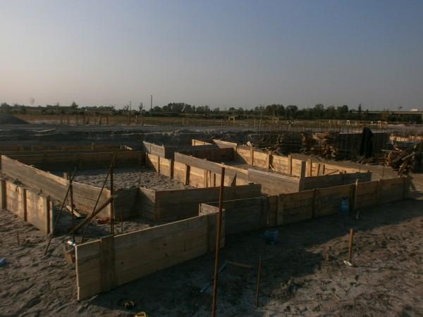 Выполняем любые бетонные работы - фундаменты, бетонные полы , колонны , перекрытия , лестничные марши , подпорные стены