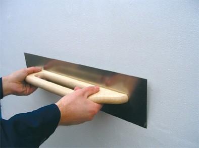 Выравнивание стен Ровняем стены гипсовой штукатуркой Ротбанд с последующей шпаклевкой