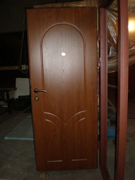 Високоякісні металеві двері з МДФ, 900х2000, 2 замка, глазок, 2 петлі,