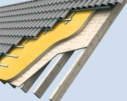 Внешняя изоляция крыши над балками пенополиуретаном Elastospray