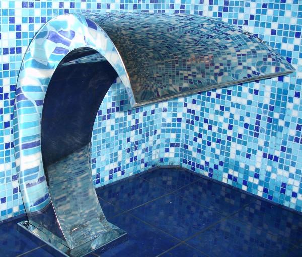 ВОДОПАД ГЕЙЗЕР ЛЕСТНИЦА Дизайн-радиатор полотенцесушитель BLESK и ваш бассейн, ванная, гостинница преобразиться!
