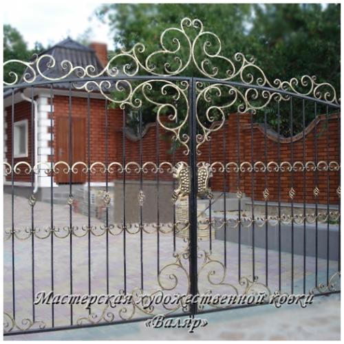 Ворота кованые (распашные), калитки. Ворота из профнастила, гаражные ворота.