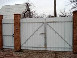 Ворота распашные, профильные установка и монтаж.