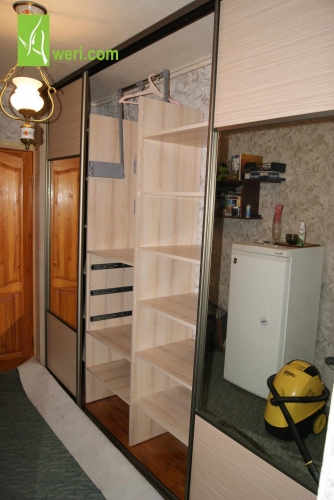 Встроенные шкафы от Aweri. Любые размеры и конструкция.