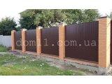 Фото  1 Забор из профнастила с кирпичными столбами 1437499