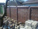 Производство глянцевых бетонных систем ограждения. Выбор цвета, имитация природных пород камней.