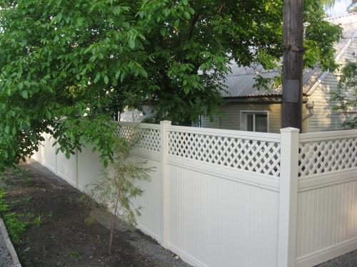 Забор пластиковый. Секция №13 h-1,5m. Высота-2м. Длина-2,44м Секция столб.