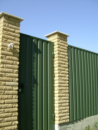 Заборы из профнастила, комбинированнные, металические, сварные.