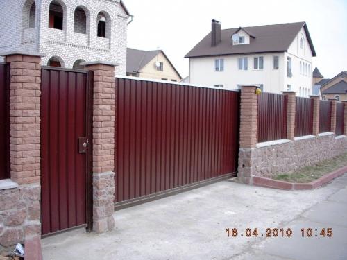 Заборы из профнастила, кованные. Ворота въездные распашные и откатные. Ворота с калиткой или без. Автоматика для ворот.