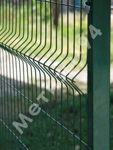 Заборы Казачка оцинкованные с ПВХ из проволочных секций. Размер ячейки: 200х60 мм. Диаметр проволоки 4 и 5 мм.