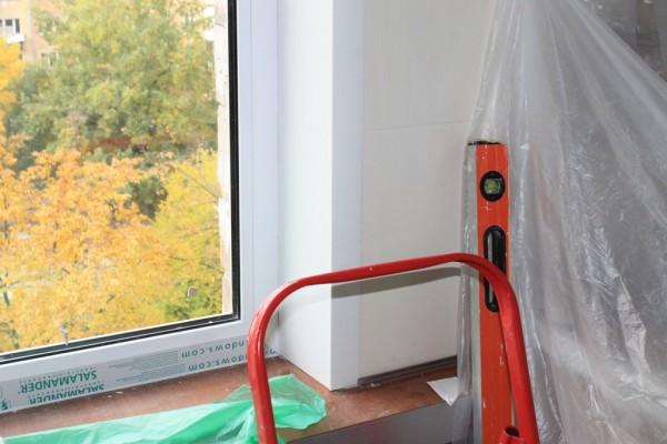 Замена резинового уплотнителя в пластиковых окнах