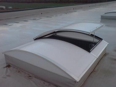 Зенитный (светоаэрационный) фонарь с автоматической системой вентиляции
