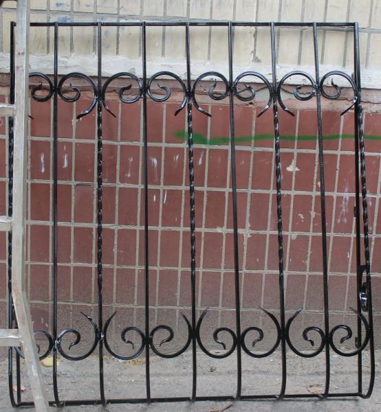 железные решетки на окна от сварных до кованых